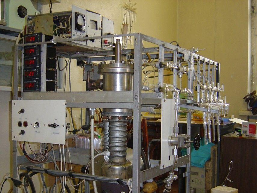 Высоковакуумная установка, имеющая 6 портов для подсоединения высоковакуумных систем различной модификации для подготовки проб на изотопный анализ