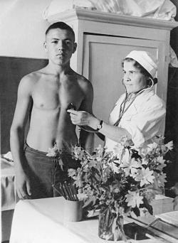 Мама с пациентом, 1949 г.(Углич)