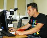 Орехов А. А. проводит настройку программного обеспечения на спектрометре LabRam HR 800 (ДВГИ ДВО РАН)