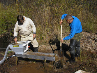 In-situ sampling with portable sluice box